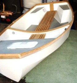 4_Danny_Greene_Chameleon_dinghy_port_bow