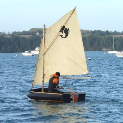Nautiraid Coracle 300 sailing