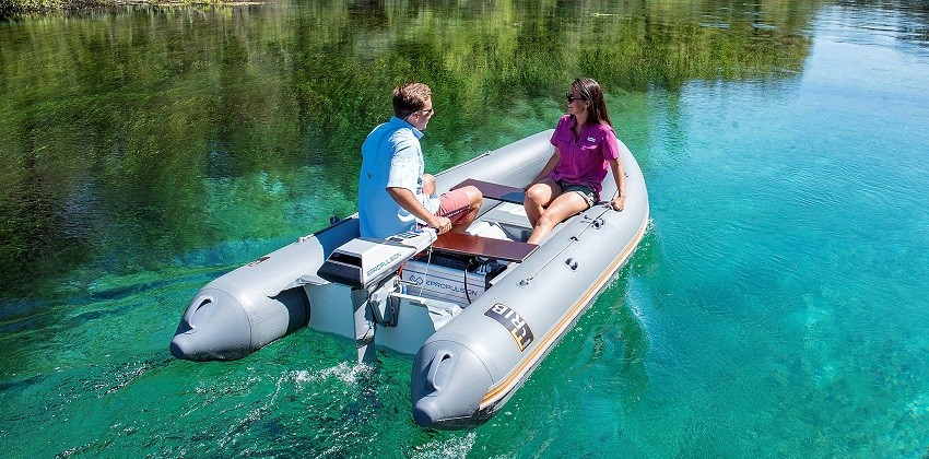 Epropulsion Navy 3kW outboard on 12ft dinghy